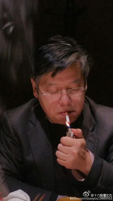 Yi Sha smokes