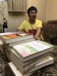 Yi_Sha_with_books